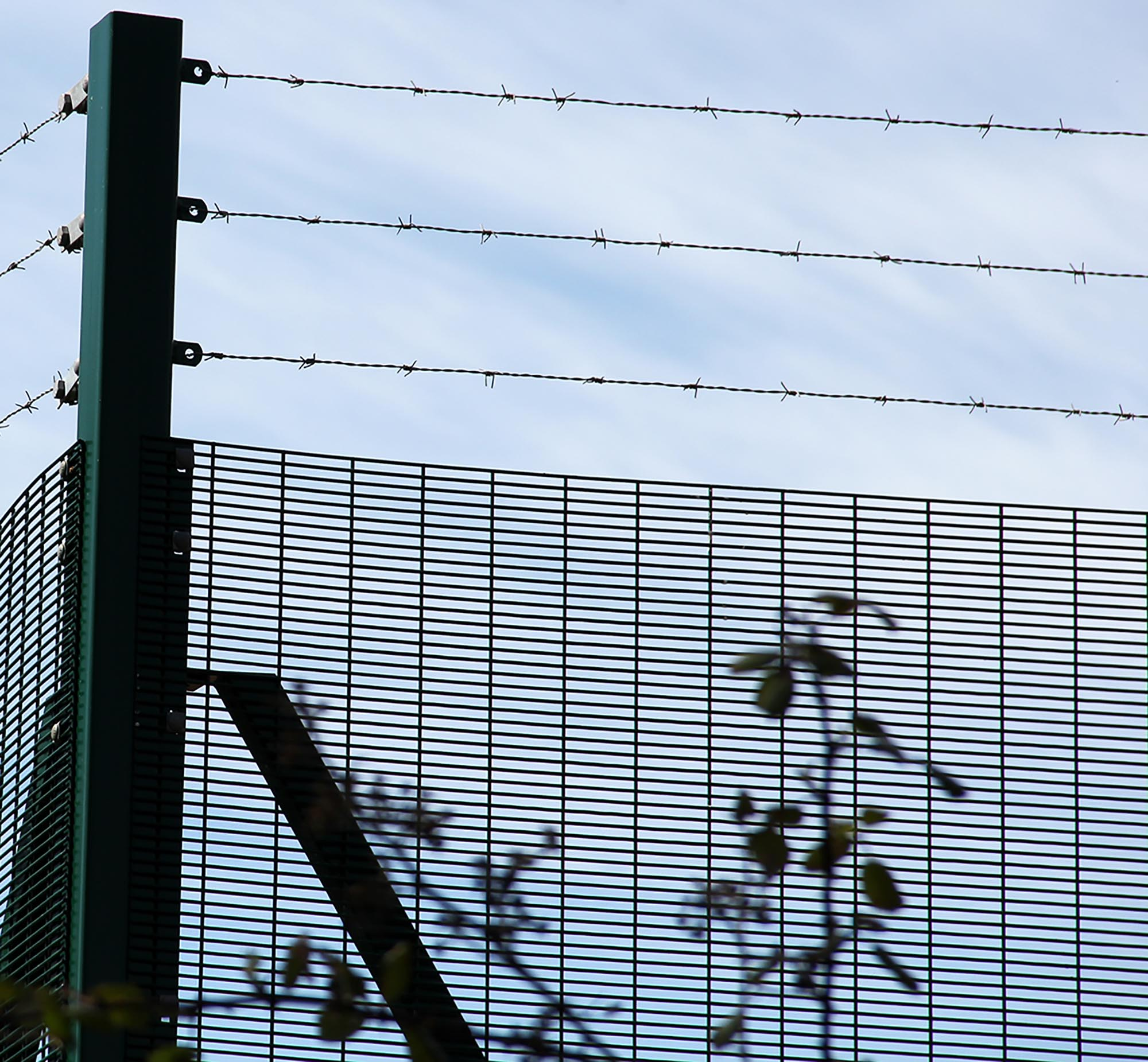 358-Rigid-Mesh-High-Security-Fencing-Securus-Barbed-Wire - CLD Fencing